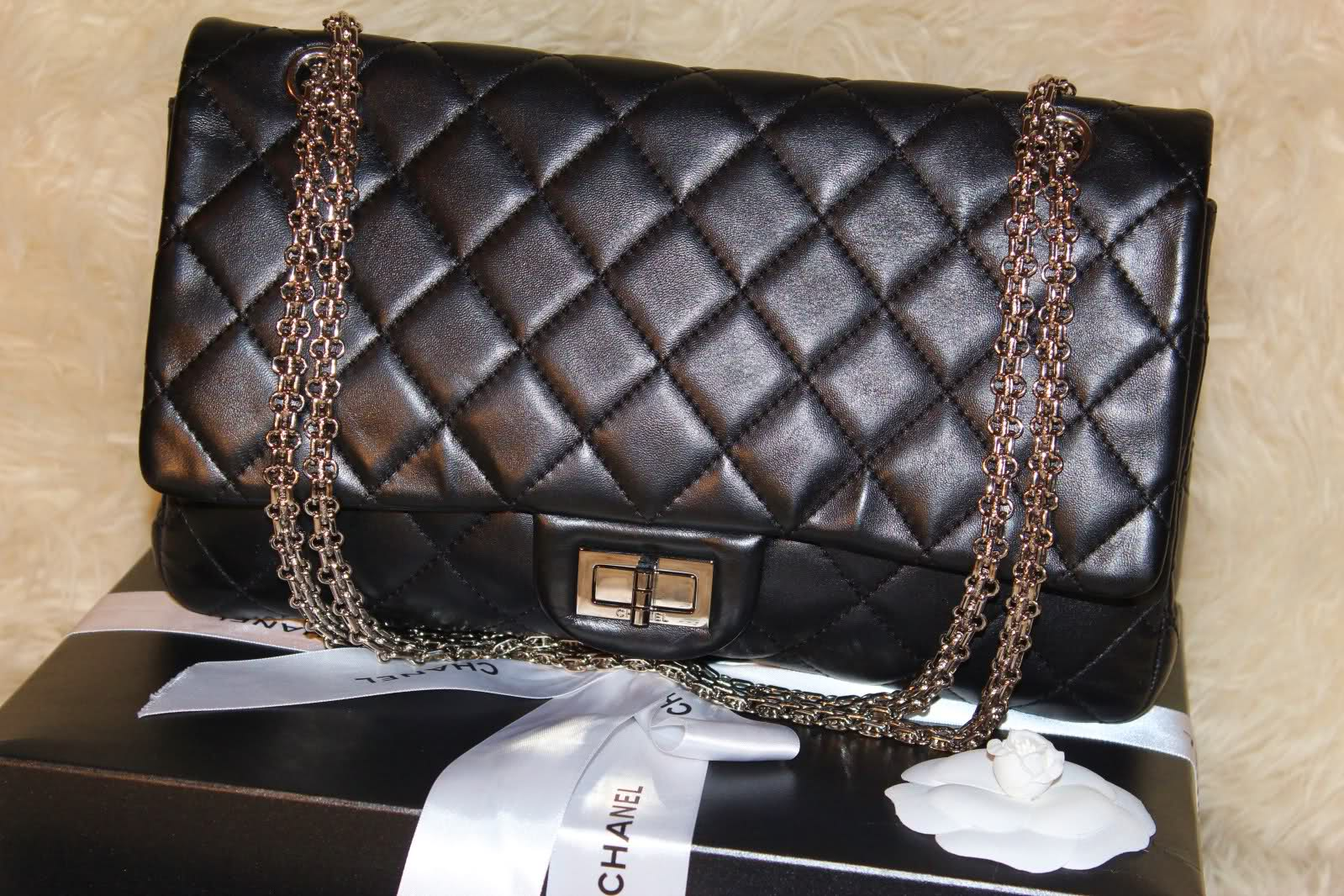 5c1f22d8b05b09 Being good addicts from safereplica. netting retailer retail outlet, I just  deal with her all latest forceful. Typically the Chanel replica purses  latest ...